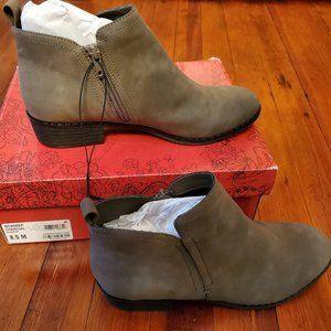 American Rag Cie acadeep cadee grey ankle bootie
